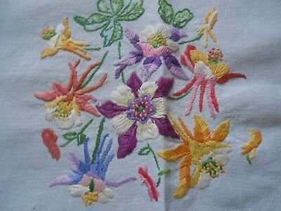 Beautiful Crisp Vintage Linen Hand Embroidered Tablecloth