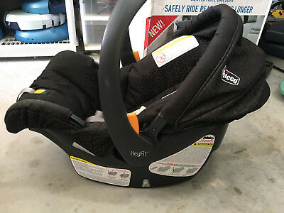Chicco KeyFit® 30 Infant Car Seat with Infant Insert Expires OCT 2021