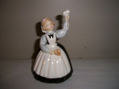 MOTHER'S HELP Royal Doulton Figurine HN2151, Young Girl Helping Clean, Lovely