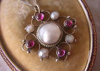 FINE ANTIQUE EDWARDIAN ARTS & CRAFTS GOLD PENDANT & NECKLACE with RUBY & PEARL