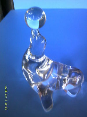 Clear Leaded Glass Performing seal with Ball on Nose Figurine Paper Weight ?
