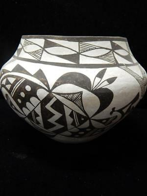 LARGE VINTAGE ACOMA INDIAN JAR OLLA POT by MARY ESTAVAN ( CHINO ) - OLD !