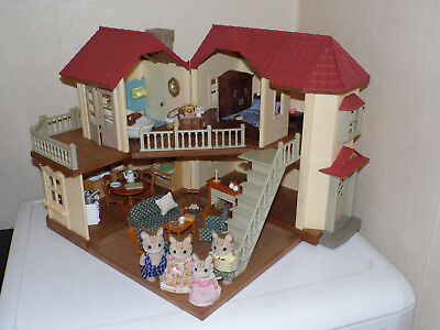 Sylvanian Families Willow Beechwood Hall House Home with Furniture & Figures
