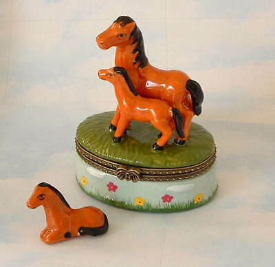 New  Handpainted Mama Horse & Baby Colt  Pony Porcelain Hinged Trinket Box phb