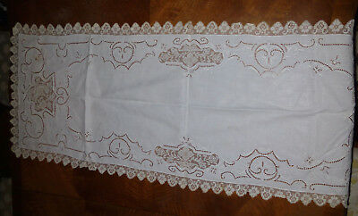 Elegant Vintage Linen Table Runner With Lacy Trim