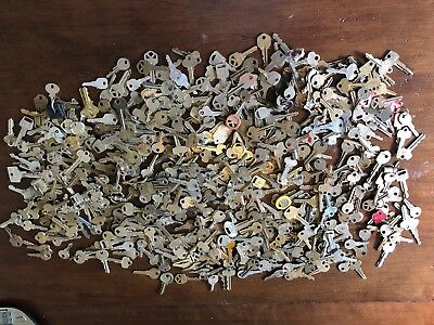 LOT of vintage KEYS car door padlock 11 LBS of OLD flat KEYS
