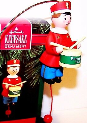 1992 New HALLMARK Christmas Ornament BROTHER QX4684 Drummer Boy w/Drum It Moves
