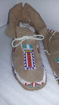 """Authentic Vintage Native American Beaded Moccasins Mens/Ladies 10 1/2"""" by 3 1/2"""""""