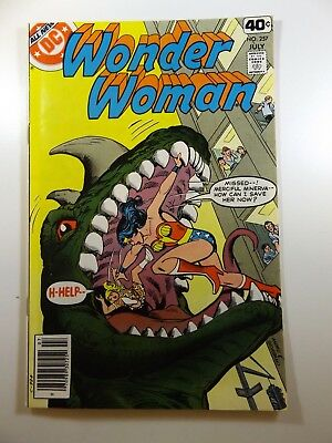 "Wonder Woman #257 in Fine Condition! ""Case of The Impossible Crimes!"""