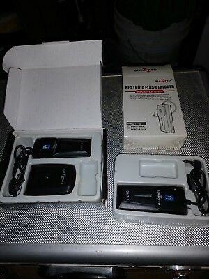2 RF Studio Flash Triggers With Transmitter