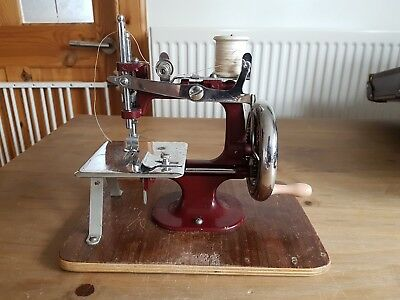 Vintage Essex Miniature Sewing Machine With Original Case & Instruction Manual
