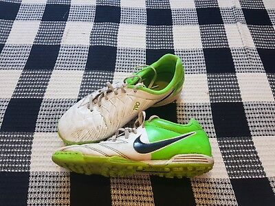 c31cb49fd1c8 NIKE ASTRO TRAINERS T90 Shoot Football Shoes UK 9 - £3.50