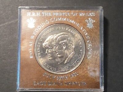1981 Medallion to commemorate the Royal wedding. Prince Charles & Lady Diana
