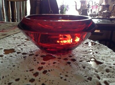 Beautiful vintage ruby amberina Art Glass large HEAVY bowl