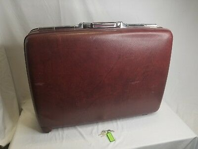 American Tourister Luggage Burgundy 27 x 20 Inches with Keys
