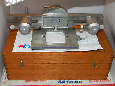 Mitutoyo 176-105 Toolmaker Microscope Swivel center support with wooden box