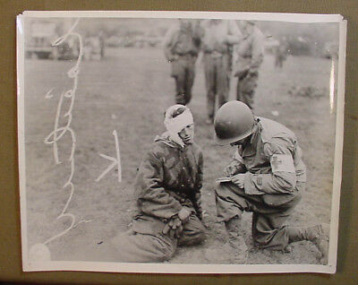 Wwii Us Army Signal Corps Photo – Medic Records German Wounded Prisoner Info