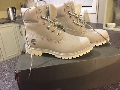 WOMENS TIMBERLAND BOOTS Sizs 6 never worn excellent condition !!! -  220.00   8dc92b69f