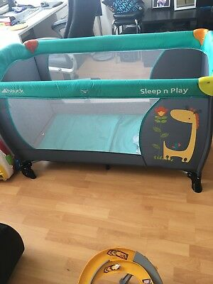 Hauck - Reisebett Sleep'n Play Center Giraffe & Flower