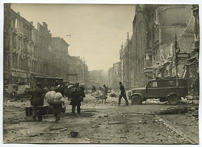 Wwii Large Size Press Photo: Refugees On Ruined Berlin Street, May 1945