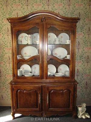 Ethan Allen Country French Lighted Interior China Hutch Antiqued Fruitwood 6317