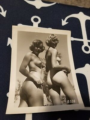 1940 Snapshot 4X5 photo Risque Pin up TWO PRETTY GIRLS NUDE ON A BEACH AMATEUR 8