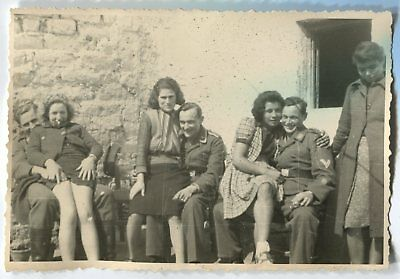 German Wwii Archive Photo: Luftwaffe Soldiers With Girlfriends