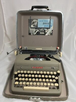 Vintage 1956 ROYAL QUIET DE LUXE Manual Portable with Case & Cleaning Brush