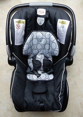 Britax B-safe 35 Infant Rear-facing Car Seat with car seat Base