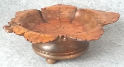 Wood Black Forest Fruit Bowl Music Box WEGGISERLIED Switzerland Cuendet Vintage