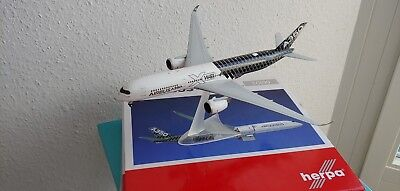 Airbus A350 XWB Carbon color scheme 1:200 Herpa  557344