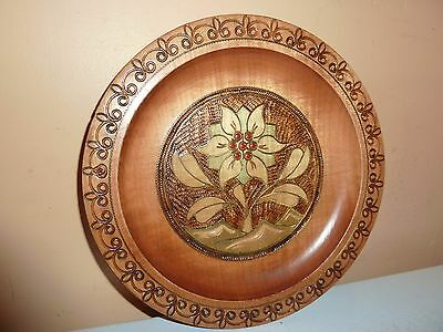 Wooden 20.3 Cm  Diam Plate/wall Hanging With Engraved Border & Flower/leaf Panel