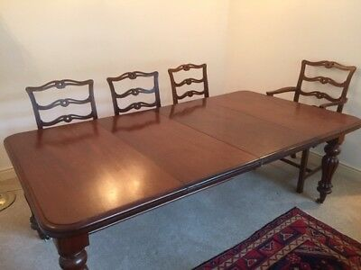 Beautiful George IV Extending Antique Mahogany Dining Table with 2 Leaves