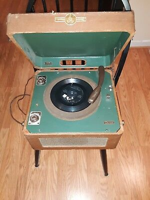 Vintage Emerson turntable in wooden case