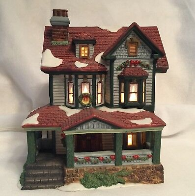 DICKENS COLLECTIBLES Classic Series 1998 Porcelain Lighted House