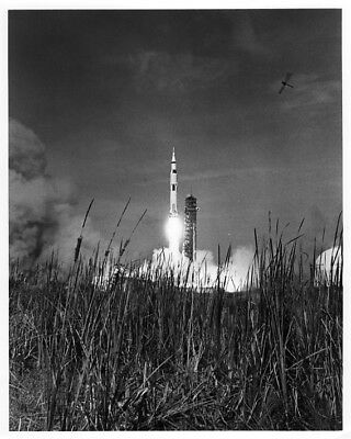 APOLLO 11 / Orig NASA 8x10 Press Photo - Saturn V Launch on July 16, 1969