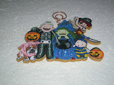 HALLOWEEN TRICK OR TREATERS IN COSTUME~ GLITTER HALLOWEEN ORNAMENT * Vtg Img