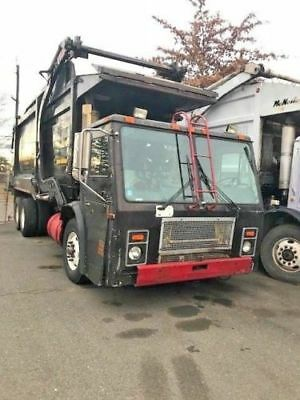 2001 Mack Le 613 Front Load Low Entry Garbage Recycling Truck