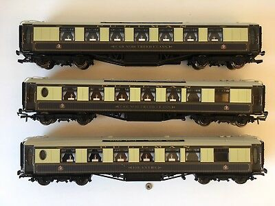 Hornby 00 Gauge - R2568 - Devon Belle Pullman Coaches Only Train Pack