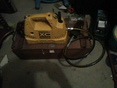 Enerpac Hydraulic Pump, Electric XC Series with 50 ton nutt splitter attached