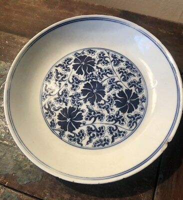 Fine Chinese Blue And White Qing Dynasty Qianlong Mark Chrysanthemum Dish