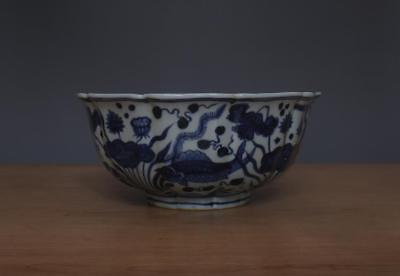 22CM Xuande Signed Antique Chinese Blue & White Porcelain Bowl w/ Fish