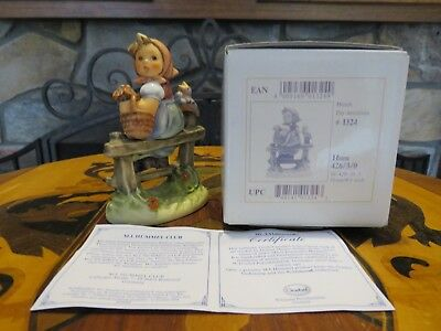 Hummel Pay Attention (Horch) 426 3/O TMK-7 First Issue Signed MIB COA (1999)