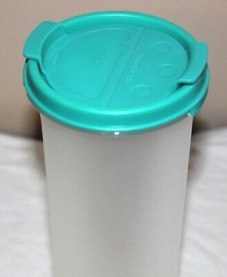 Tupperware Modular Mates with Teal Shaker Top Round #4 Holds 30 oz. #1643 EUC!