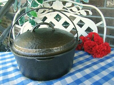 Unmarked Wagner Hammered cast iron #8 Dutch Oven and Matching Lid