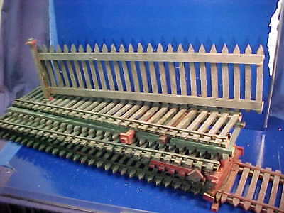 """19 Feet 1920s CHRISTMAS Village WOOD FENCE Green + Red Paint 6""""High"""