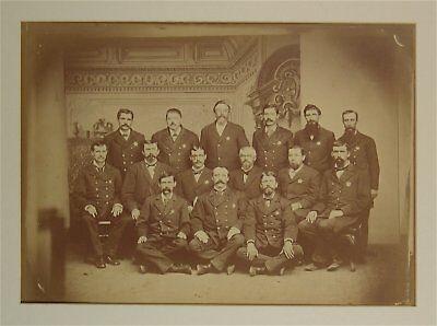 1880s LARGE GROUP OF LAWMEN / POLICE OFFICERS IN UNIFORM WITH STAR BADGES PHOTO