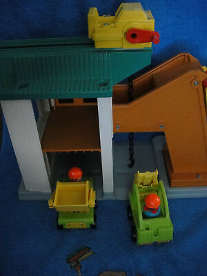 Fisher Price Little People Lift And Load Depot Playset Vintage !!!