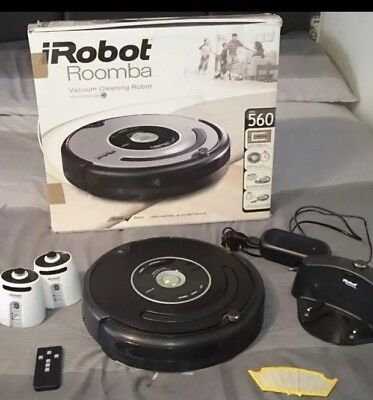 iRobot Roomba 560 with 2 lighthouses, docking bay, remote and extra filter