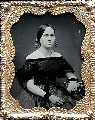 An Exquisite 1/9 Plate Ambrotype - Lady In Mourning - In Minty Gutta Percha Case